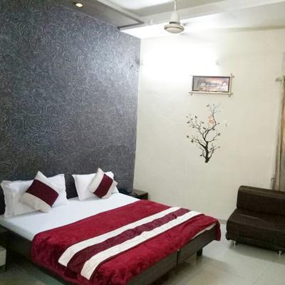 Hotel Radiant in Paldi Cross Road