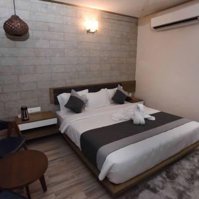Hotel Grand Elegance in Bodakdev