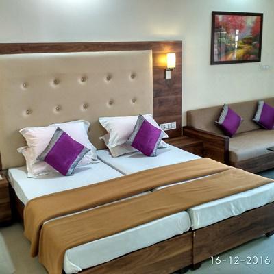 Hotel Royal in Sarkhej Roza Road