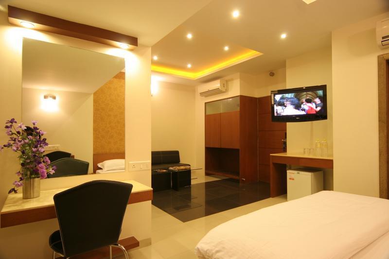 Hotel near Manjusar