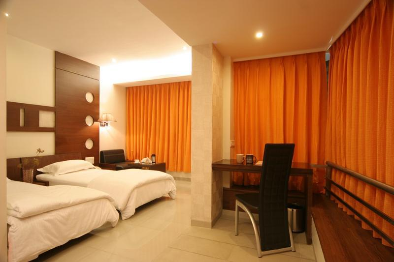 Mango Hotels Tansha Regal in Manjusar