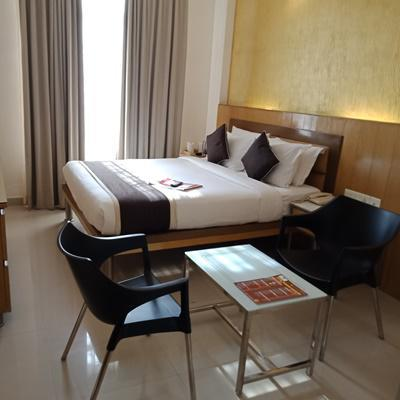 Hotel Sandesh Kingston in Gandhi Nagar