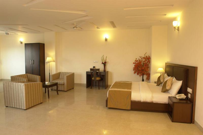 Hotel Alpine Tree, Delhi
