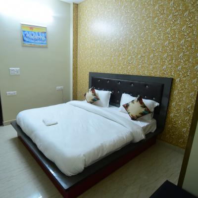 Hotel Clouds 21 in Mahipalpur(Near IGI Airport)