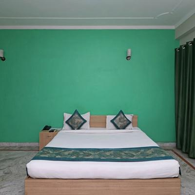 Hotel Petals Inn City Centre in Noida