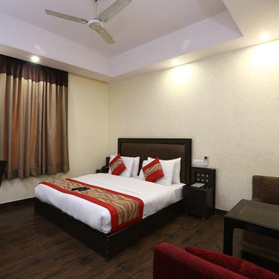 Hotel Rupam Kingston Park in Karol Bagh