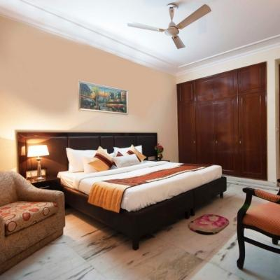 Golf View Serviced Apartments in DLF Phase 2