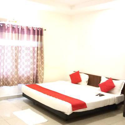 Hotel Greenstone in Patrika Nagar