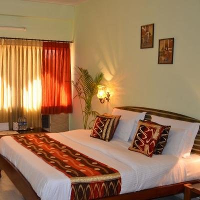 Hotel Sarang Palace in Subhash Nagar