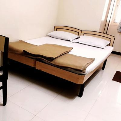 Milan Guest House in Khetwadi Back Road