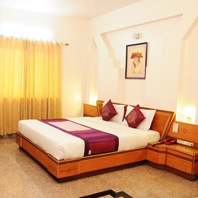 Hotel Kundan Palace in Akurdi