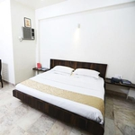 Hotel Lokesh in Satara Road